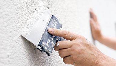 Шпаклюем стены перед покраской